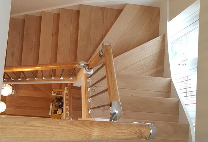 cầu thang gỗ sồi